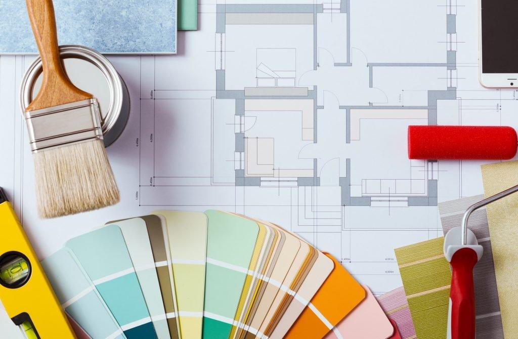 Paleta de colores pintores decoración con herramientas de trabajo